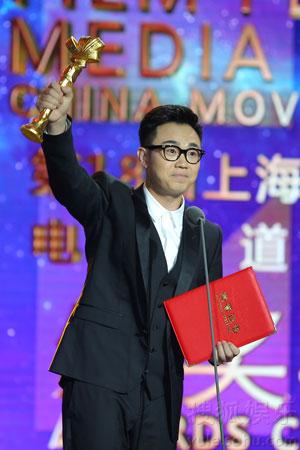 大鹏在领奖时不忘幽默本色,他表示终于有机会感谢CCTV了