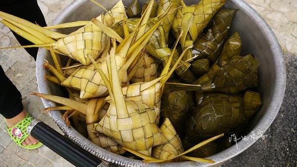 而粽子的食材跟我们平时所见的一样:糯米,绿豆,猪肉.2018年鸡胗多钱一斤图片