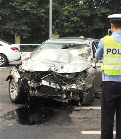 交警达到事故现场停止考察处置。图/CFP