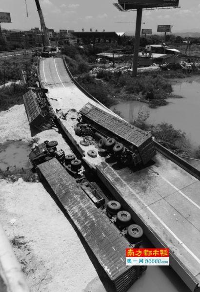 6月19日,粤赣快速河源城南出口匝道桥垮塌,4辆货车掉落。新华社发