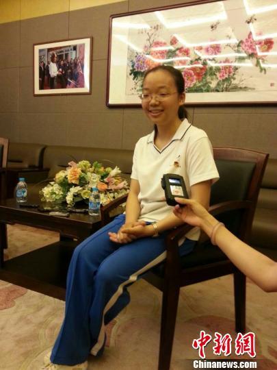 北京高考文科状元由北京师范大学第二附属中学文科实验班的蔡雨玹摘得。 杜燕 摄