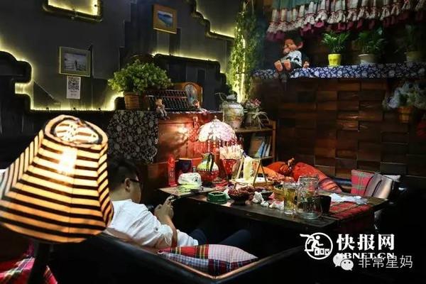 """一起来到西安大雁塔南广场新乐汇酒吧街这家名叫""""七号小馆""""的美食店."""