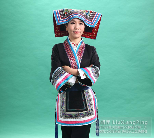 少数民族舞蹈简笔画,少数民族服装美女