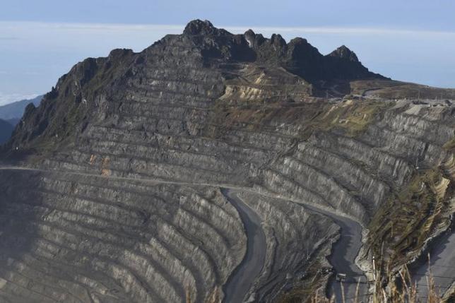 印尼格拉斯贝格金矿矿山外景路透社