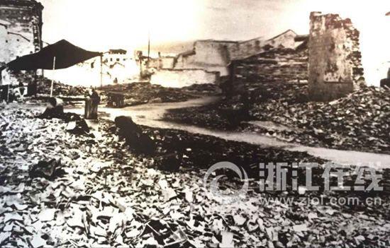 """原文配图:抗日战争时期,宁波""""细菌战""""之后被焚烧的""""疫区""""。"""