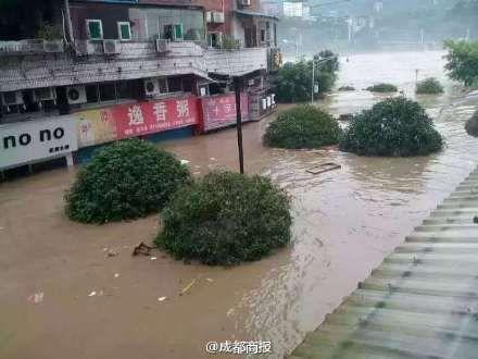 暴雨造成积水