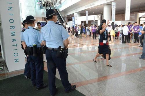 香港珠宝金饰博览会发作偷盗案。图:香港《星岛日报》网站