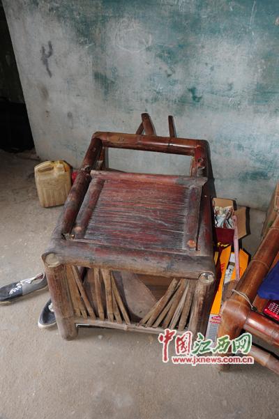 """胡国保现在运用的 """"童椅"""""""