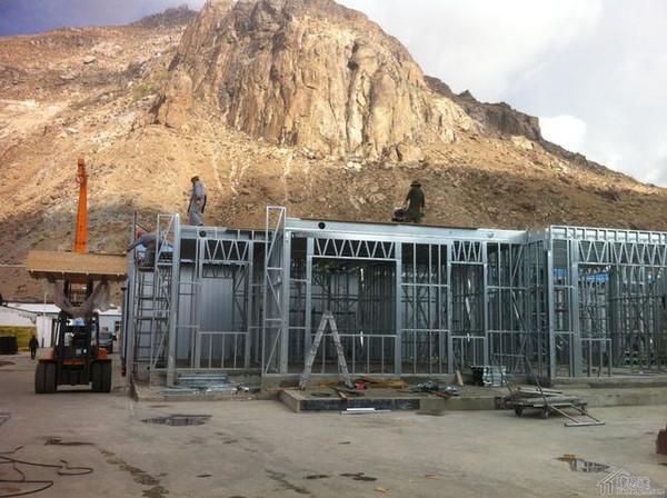 轻钢别墅样板房施工-安装加固楼板梁