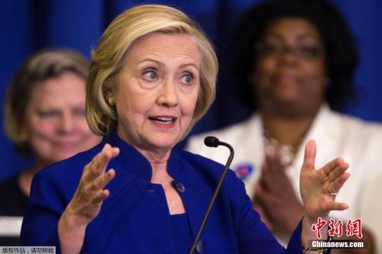 当地时间2015年5月27日,美国南卡罗来纳州哥伦比亚,民主党候选人希拉里・克林顿为大选拉票,她在民主党女性理事会上发表讲话,并前往餐厅与民众畅聊。
