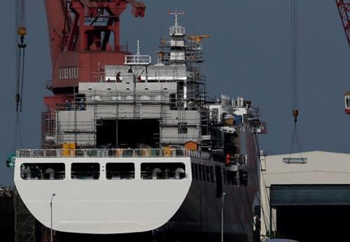 中国万吨海警船直升机平台巨大可起降多架直升机.-中国万吨 海兽
