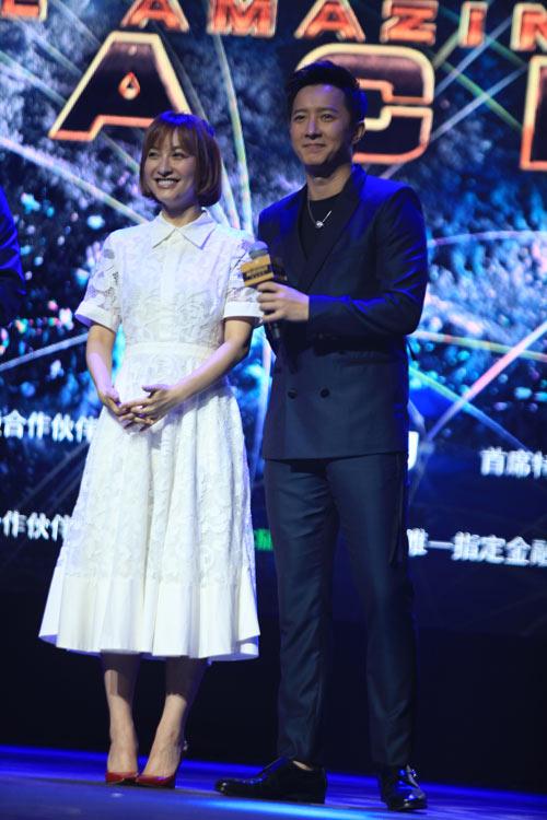 韩庚和吴昕。
