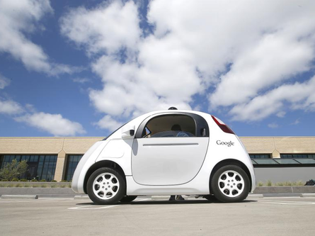 无人驾驶汽车已经驶上加利福尼亚州芒廷维尤的街头.   这款高清图片