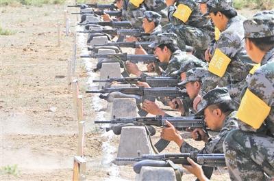 公民群众支援国防缔造义举,鼓励驻军胡匪苦练接触本事。马庆坤摄