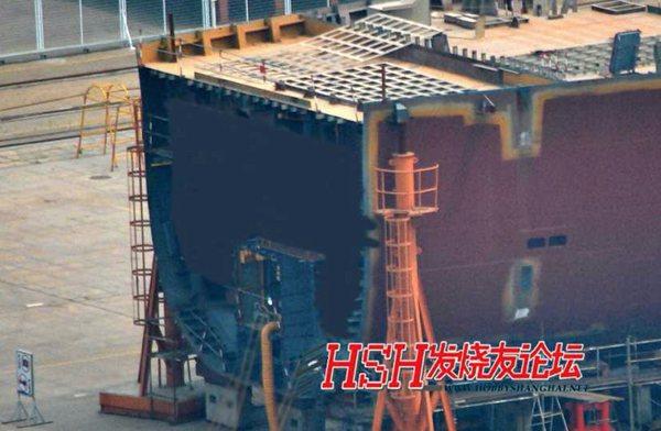 原文配图:网上流传的国产001A航母舱段照片。