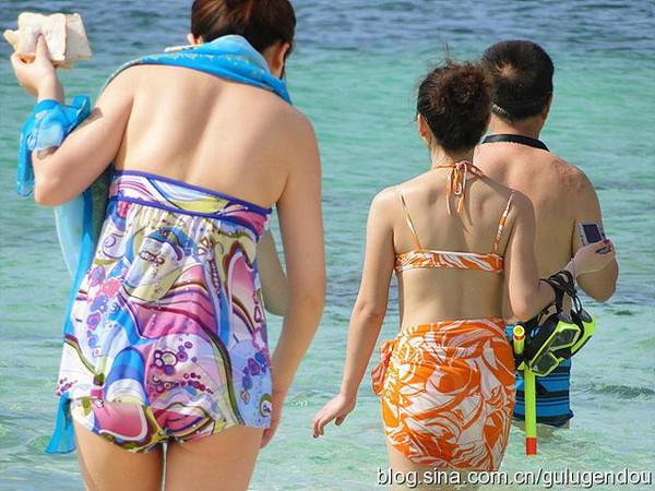 普吉岛 美女超短裙PK比基尼图片