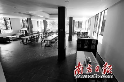 """克日午时,白云山""""慢点茶餐馆""""一个主人都没有。南边日报记者 赵扬 摄"""