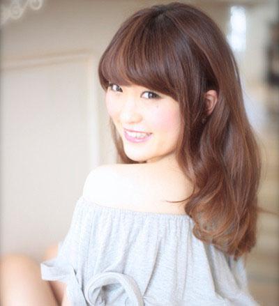 棕色中长发染发发型 时尚又洋气图片