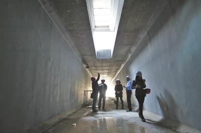 地下哹��z(`:ke9�g���:�_河南首条地下综合管廊已经建成一半 明年年底前完工(图)