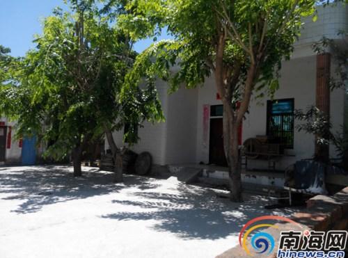 符某位于东方报坡村中的老家。
