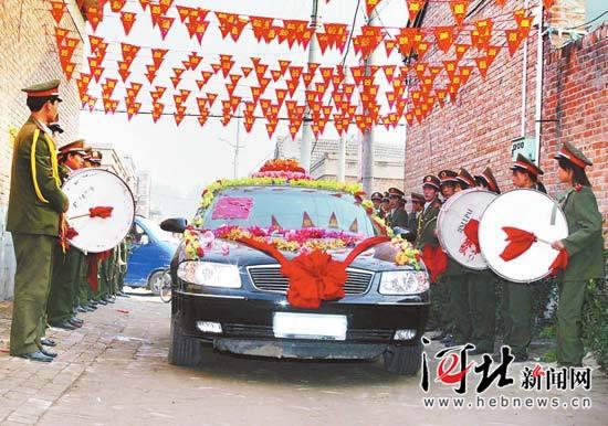 """在冀中冀南等多地,农村婚礼也在变得越来越""""豪华气派""""。河北日报、河北新闻网记者 赵永辉摄"""