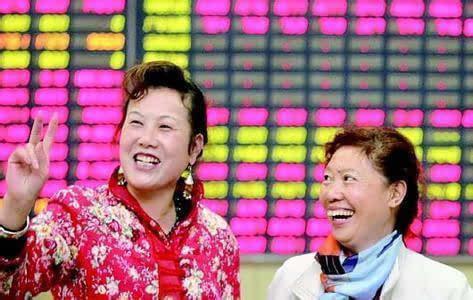 股市场外配资规模,大妈交易所唱国歌自嗨只因股市终于涨了