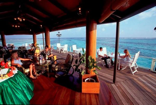 马尔代夫天堂岛水屋沙屋餐饮区别