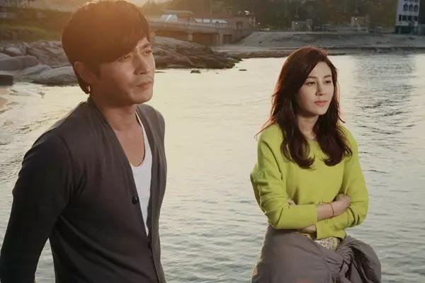 男人插女人的照遍_香港电影中关于男人吻女人脚的电影
