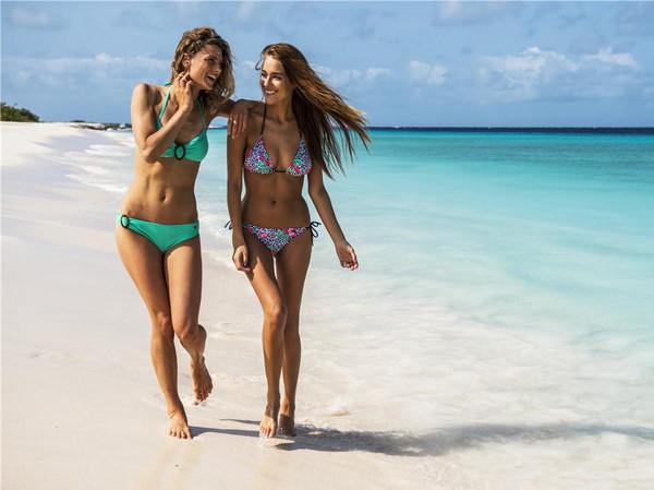 去海边玩穿衣搭配女