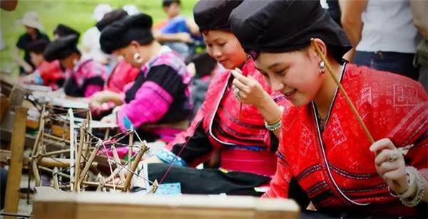 晒衣节传统编织工艺展示