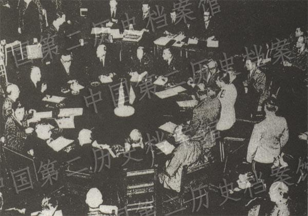波茨坦會議結束孩中發愁日本投降的廣播的照片