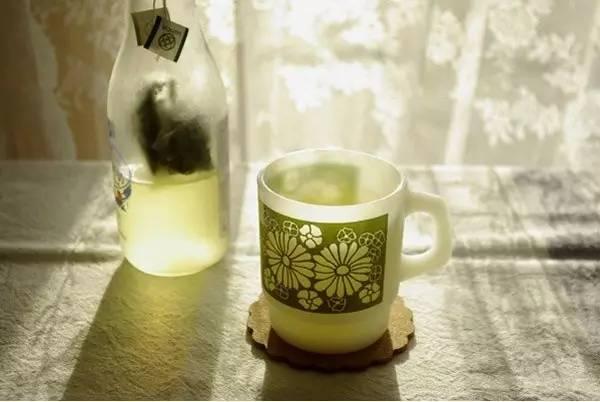 2,茶叶冷泡后可减少茶丹宁酸释出,饮用时可减少苦涩味,增加茶的口感.