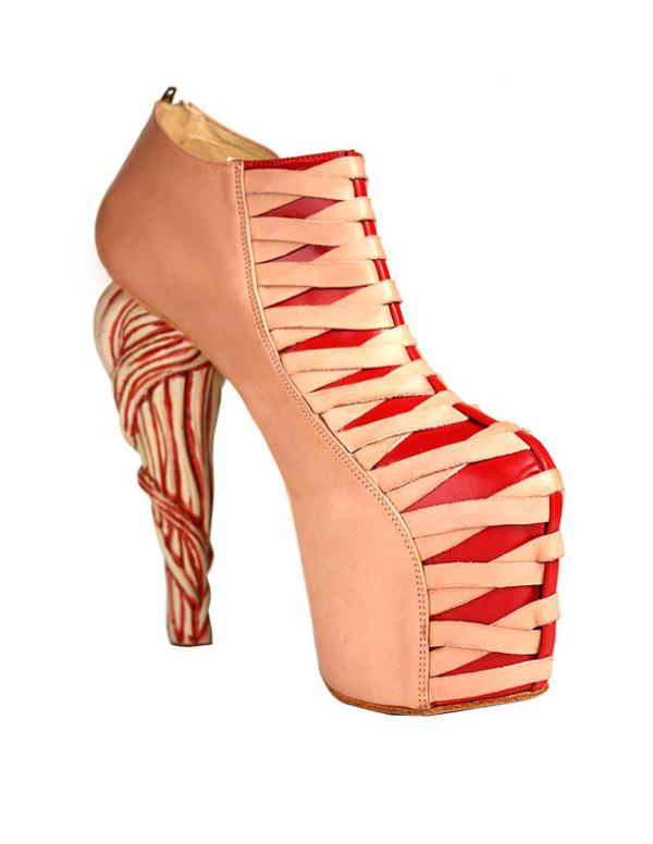 gaga御用鞋履设计师推出奇葩的高跟鞋!