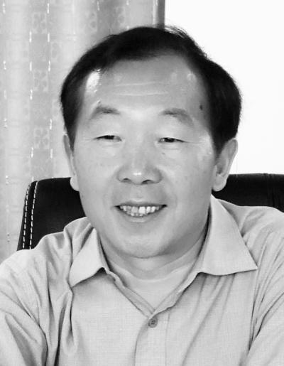 """云南省保山市是杨善洲的家乡。我们践行""""三严三实""""要求,就是要以杨善洲为镜,像他那样内外兼修,以干事为责、以干事为荣、以干事为乐,用共产党人标尺要求自己一辈子。"""