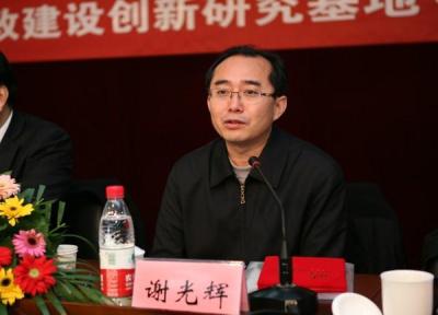 """苏荣案件警示我们,营造良好从政环境、培育好的政治生态,需要以""""三严三实""""弘扬新风正气,以党风政风带动社风民风。"""