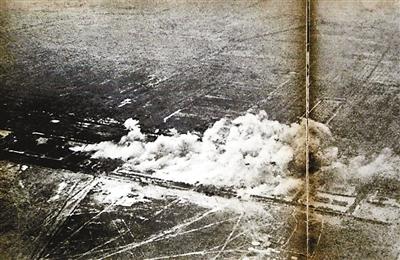 1937年7月28日,日军轰炸南苑守军兵营。