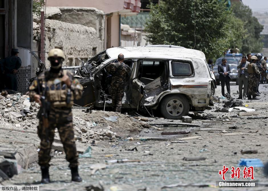 阿富汗首都发生自杀式汽车弹袭击(组图)