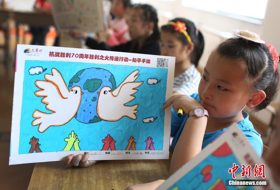 """南京小学生""""和平手绘""""纪念抗战胜利(组图)"""
