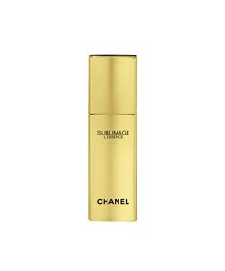 而此系列最为出众的香奈儿奢华精萃精华液拥有极致的感官体验:清透质地,轻拂肌肤,如丝缎般清新顺滑。优雅香型,彰显喜马拉雅山金花独有的神奇魅力。鸢尾粉质香调隐约透出细致、淡雅的女性气息。金色金属瓶身,完整保护其中的珍贵精华成分。