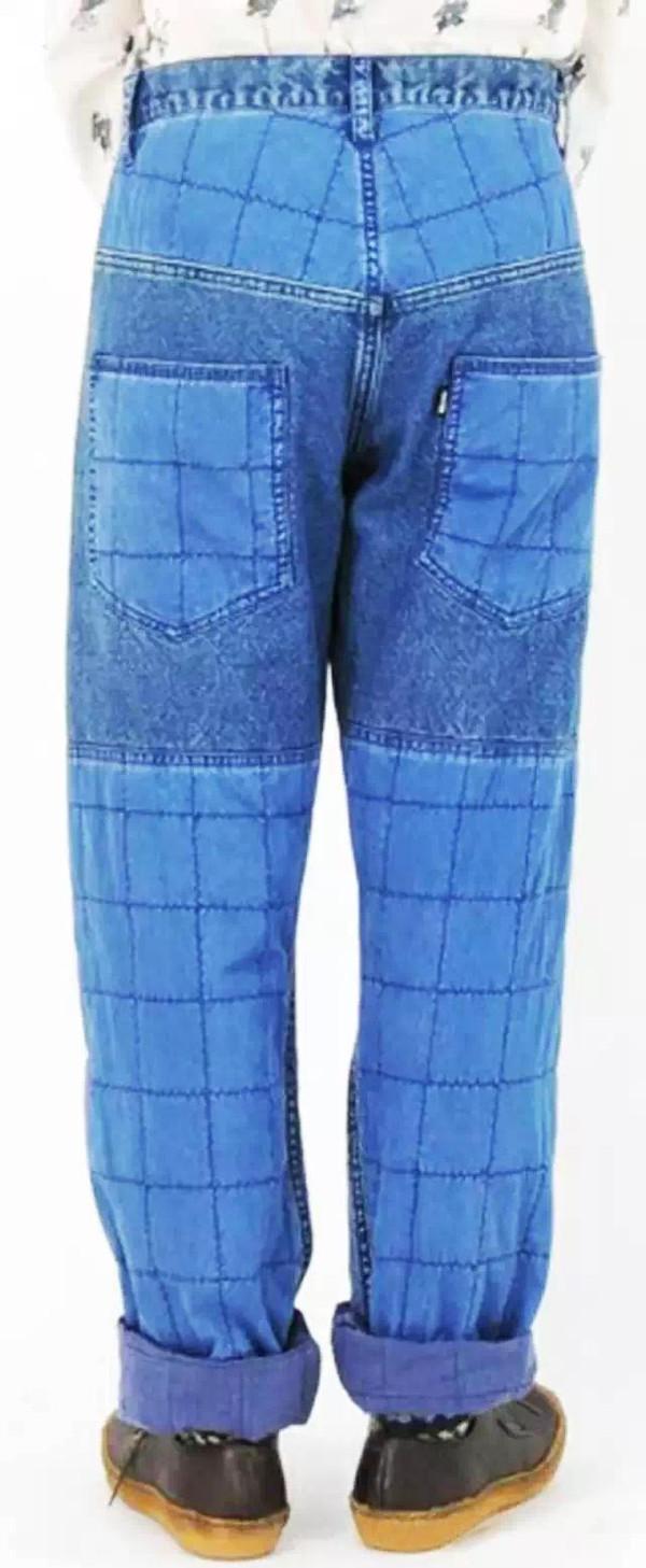 后口袋的设计让牛仔单品别具一格