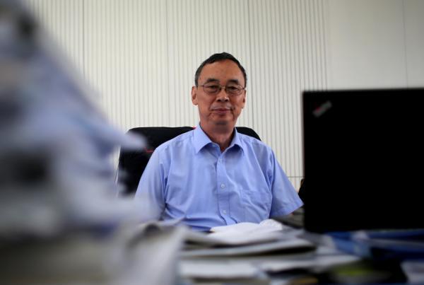 2014年9月1日,行将离任的南边科技大黉舍长朱清时在本人的办公室里。 权义 磅礴材料