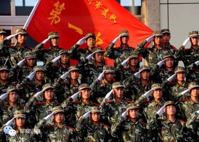 军人升国旗儿童画