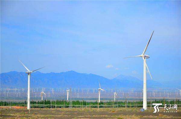 新疆达坂城风车景色美