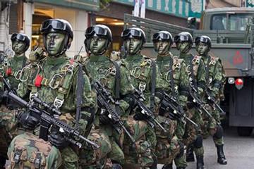 中国台湾佬娱乐_1. 头戴恐怖面具的中国台湾特种部队.