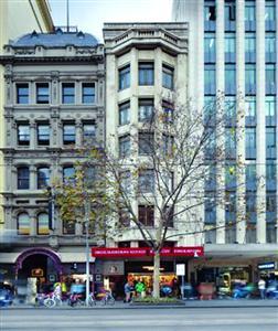 这幢8层老楼位于墨尔本最繁华的商业大街―斯旺斯顿街上