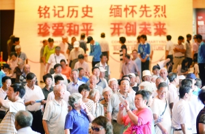 《伟大胜利 历史贡献》展览每天迎来7000多名普通观众。