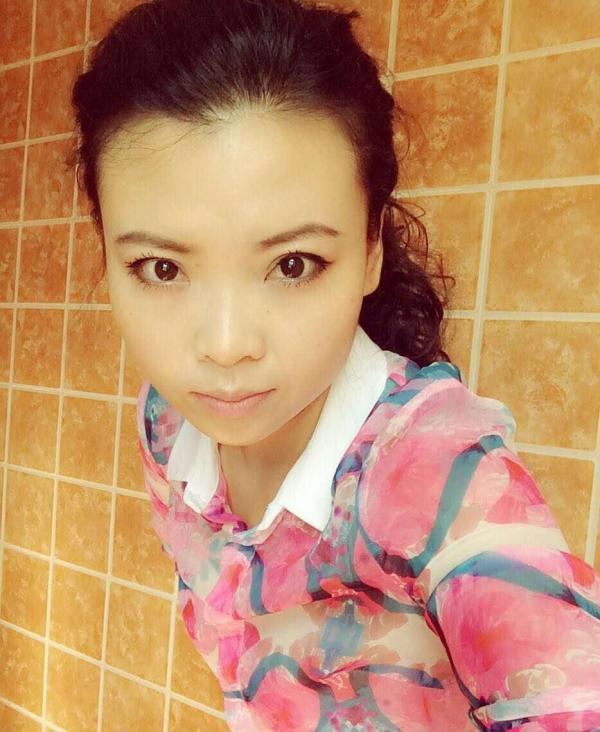 女歌手芦菲将平昌县公民政府和周莉萍推上法院原告席,索赔500万元。