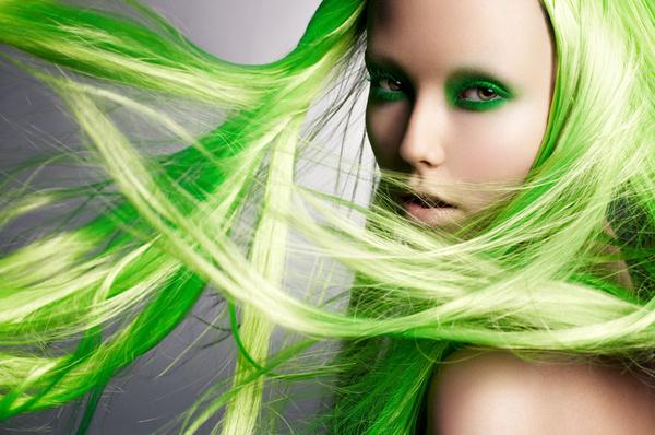 今天美发街要盘点几款绿色发型,美美纯净的绿色头发,好看绿色发型