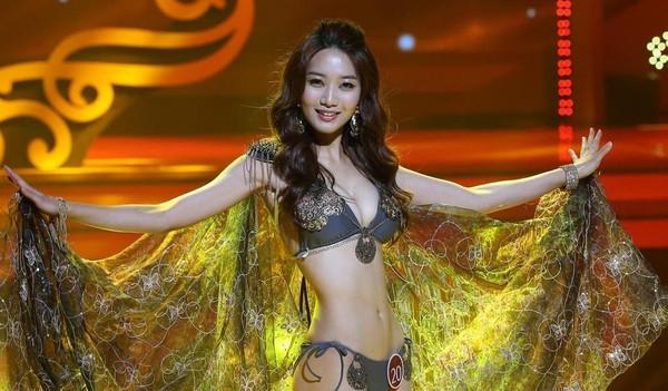 min-ji(李敏智)加冕最新一届韩国小姐,舞台上她身穿透视泳装身材傲人.