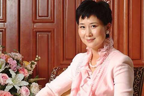 上述公告显示,当时李小琳45岁,是高级工程师。自2004年3月起,一直担任中国电力国际发展有限公司副董事长、执行董事兼首席执行官。